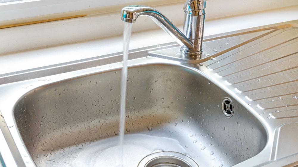 running kitchen faucet